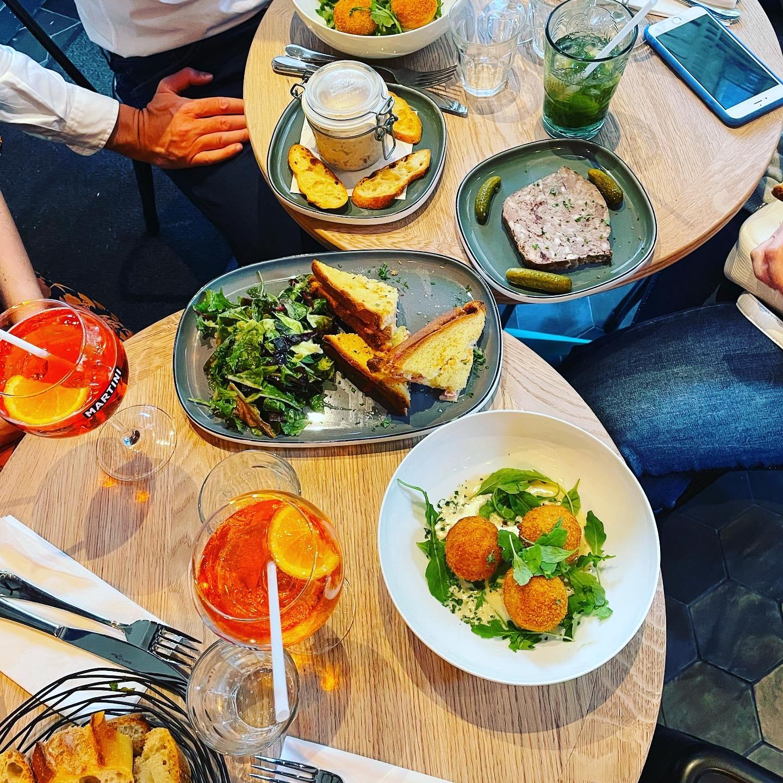 Table restaurant La Petite Louise